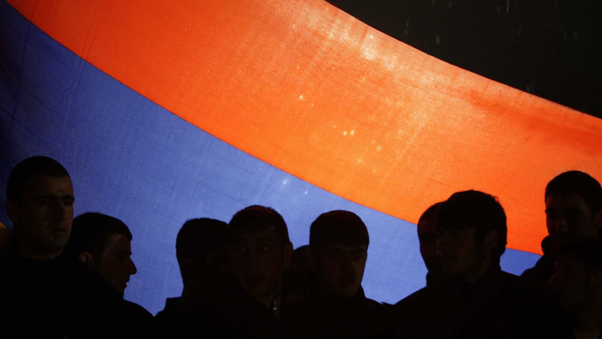 Arménia: Protestos contra novo primeiro-ministro fazem dezenas de feridos