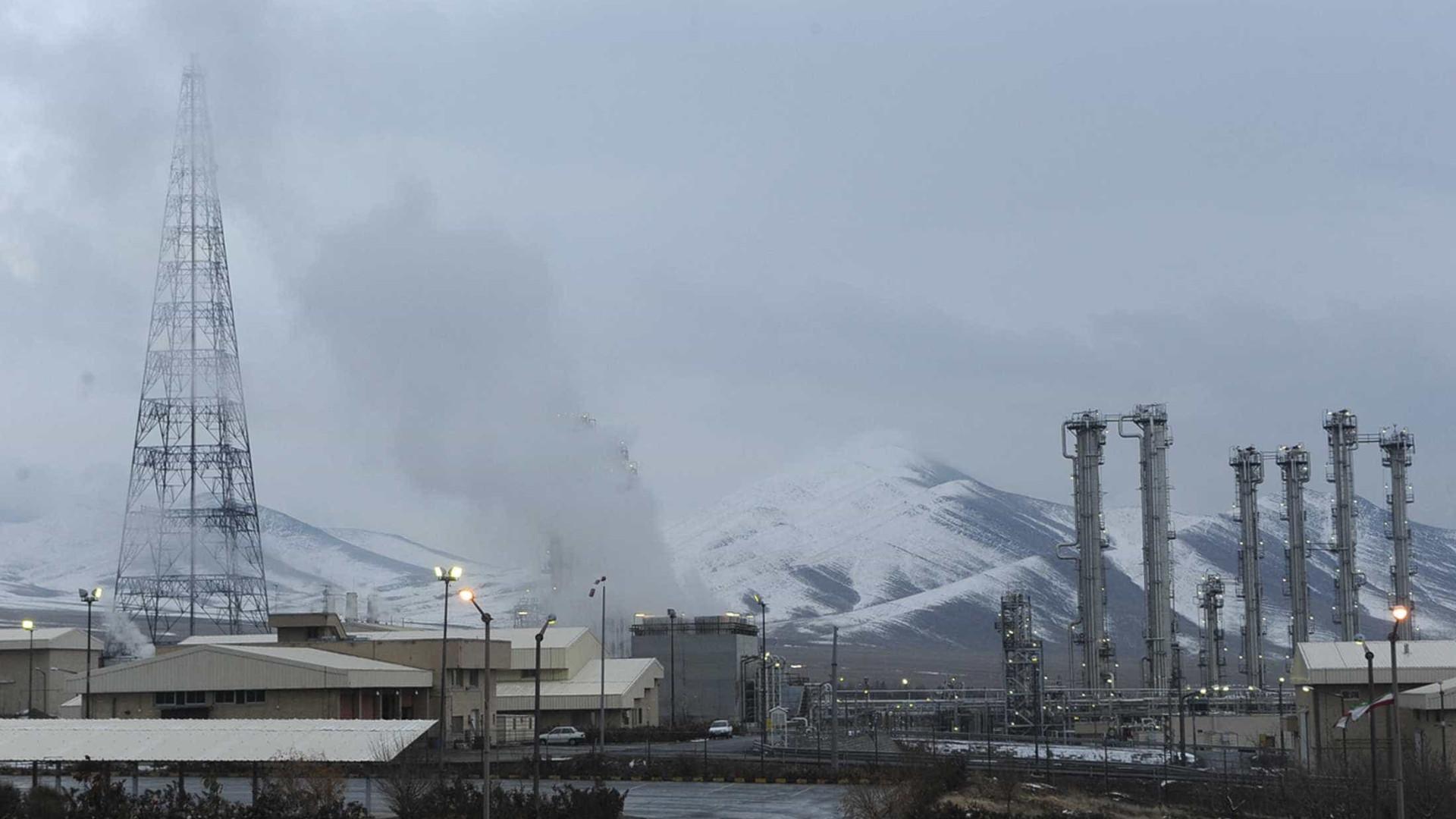Irão continua a cumprir acordo nuclear