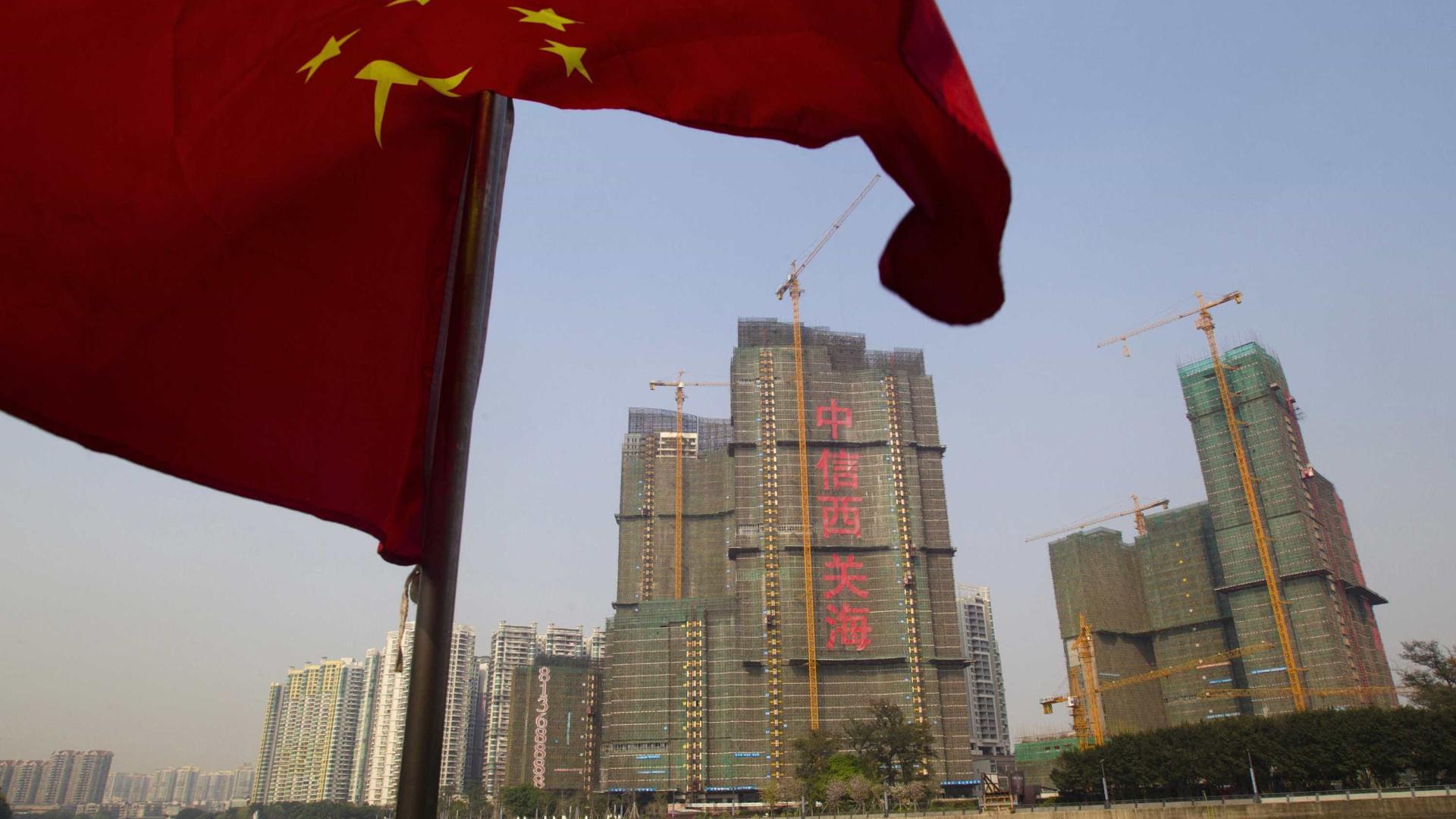 China reforça controlo sobre investimentos além-fronteiras