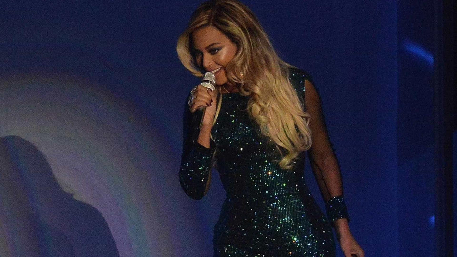"""Beyoncé é fotografada e os fãs chamam-na """"gorda"""""""