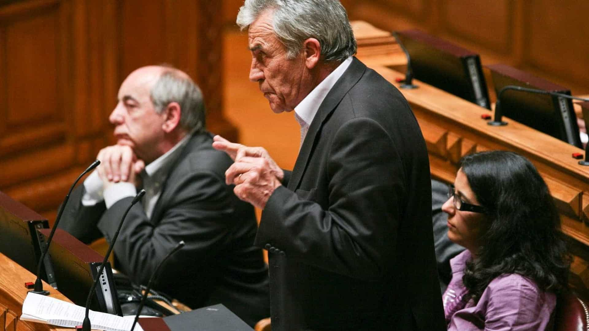 """PCP exige """"atitude de respeito do Governo"""" português pelas eleições"""