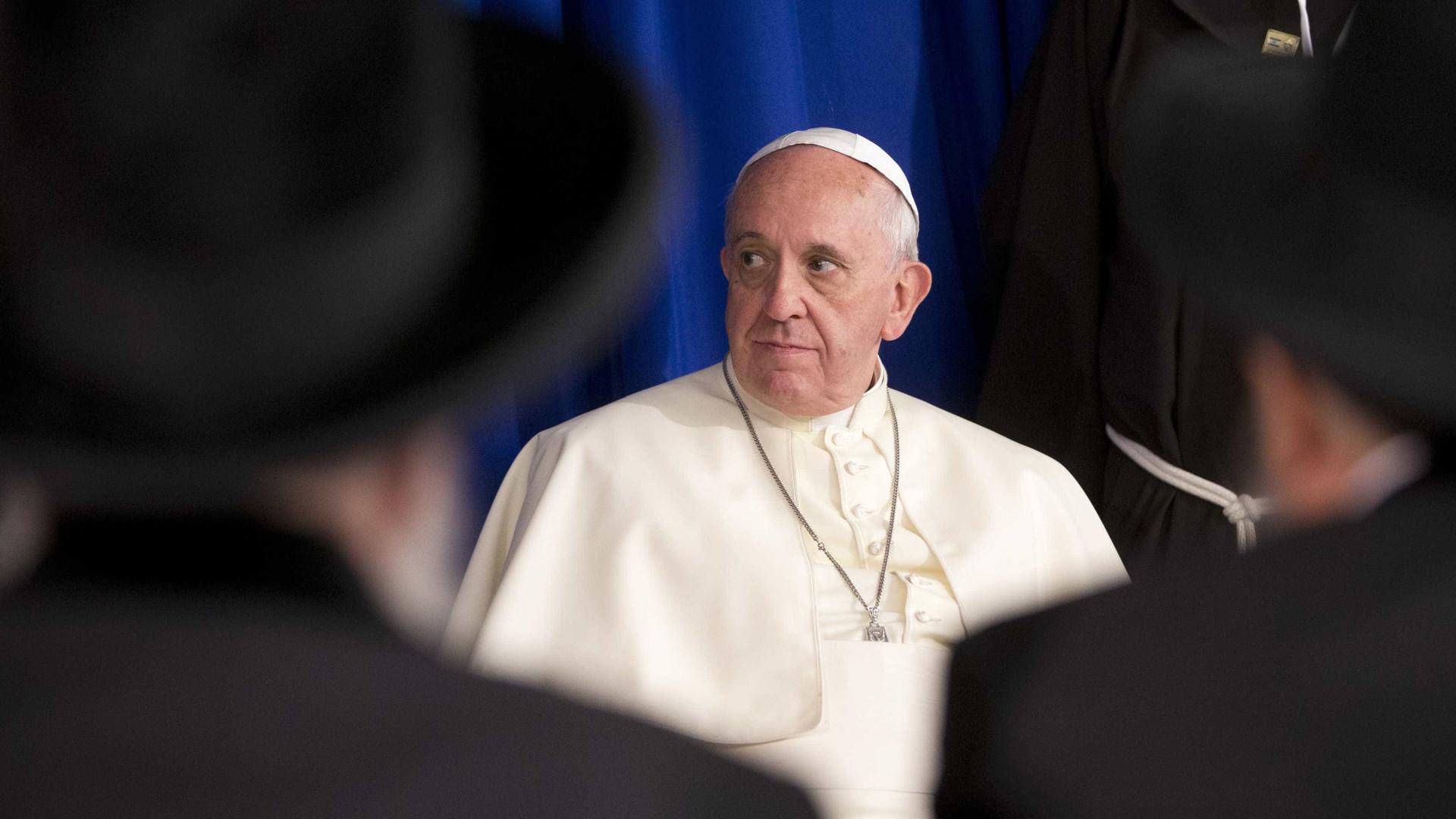 Papa expulsa do sacerdócio bispos chilenos Cox e Ordenes