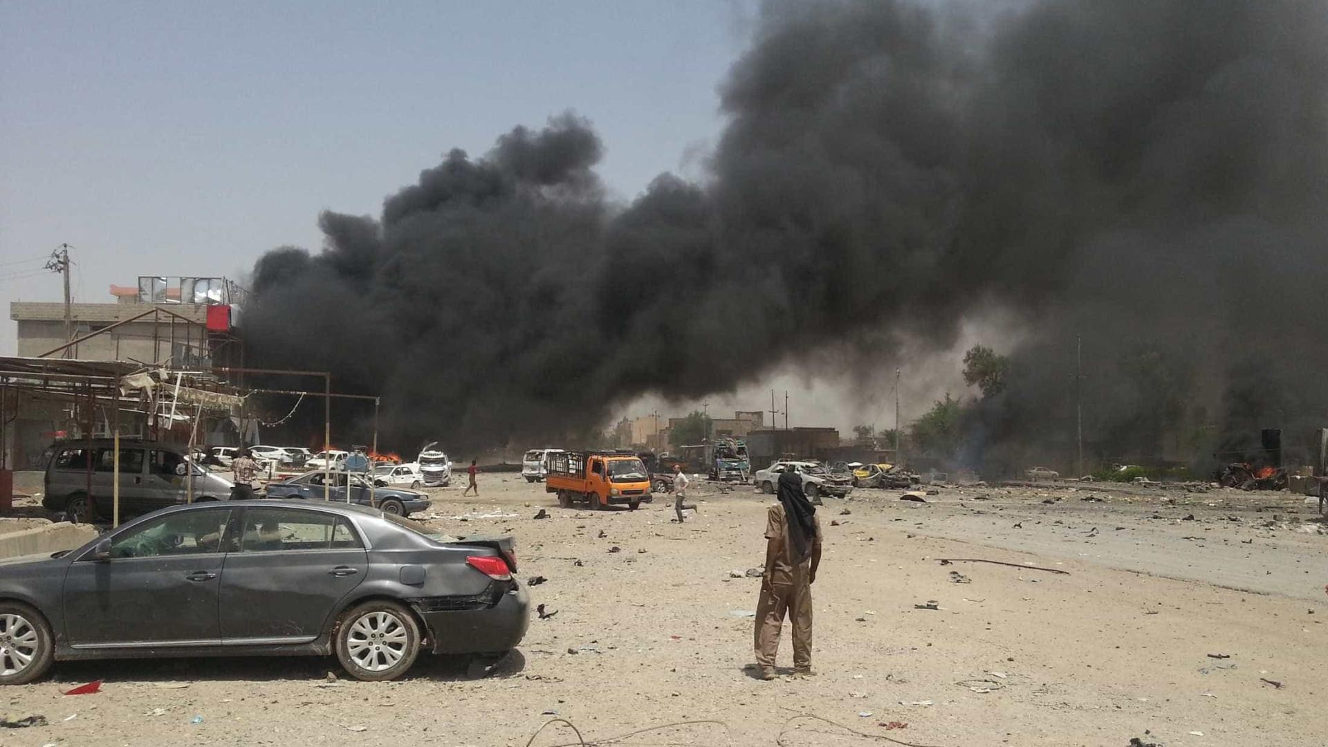 Iraque: 14 mortos em atentados suicidas em Ambar