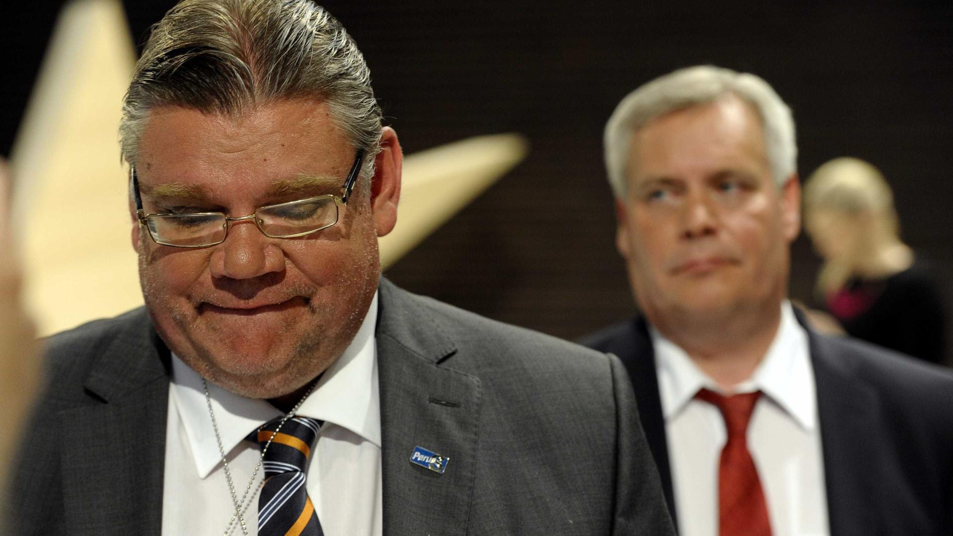 Sociais-democratas da Finlândia procuram aliados para afastar populistas