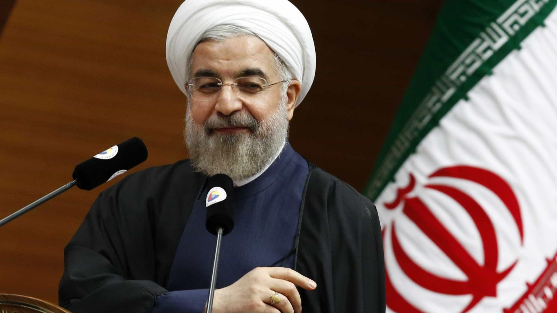 Oficial: Hasan Rohani reeleito presidente do Irão