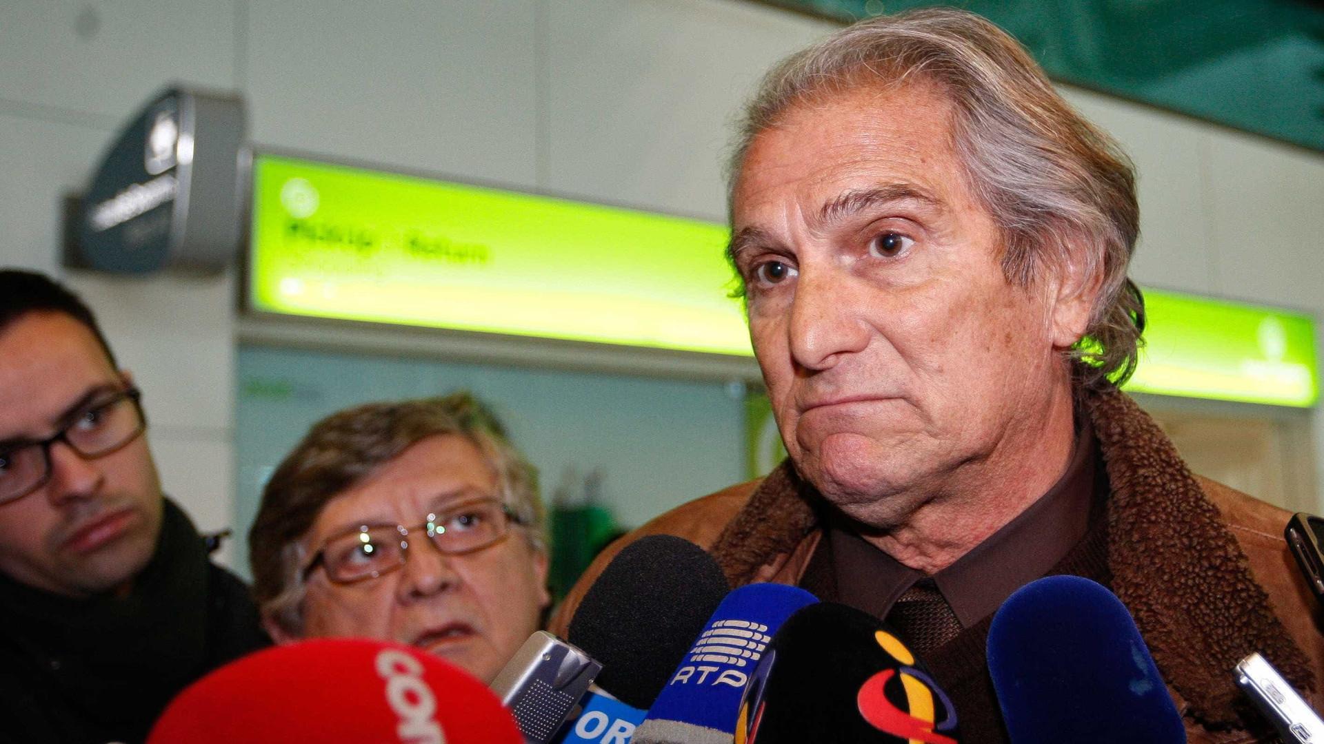 Manuel José lembra João Rocha de fato e gravata no chuveiro