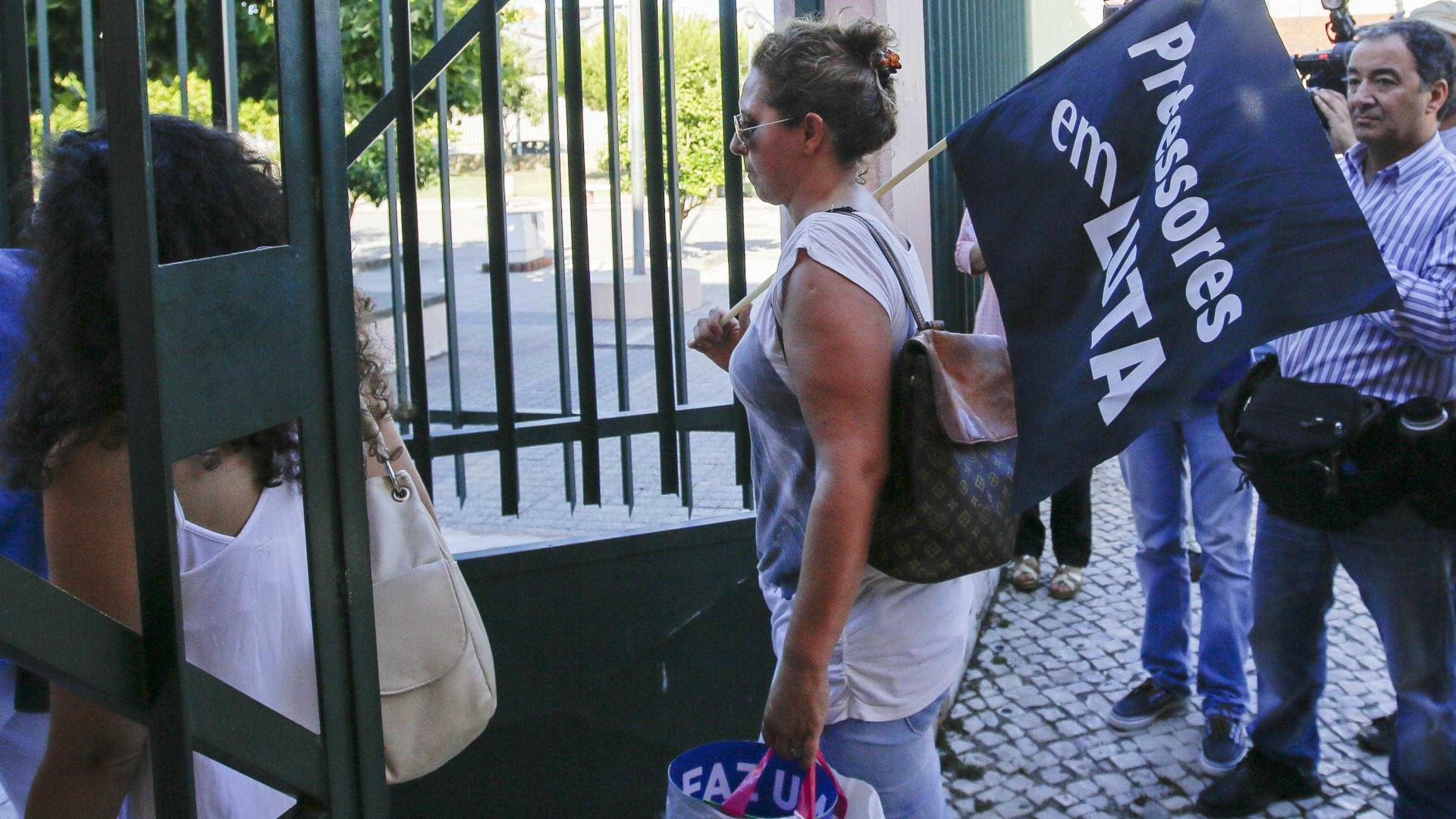 Greve: Professores iniciam desfile ao som da 'Grândola Vila Morena'