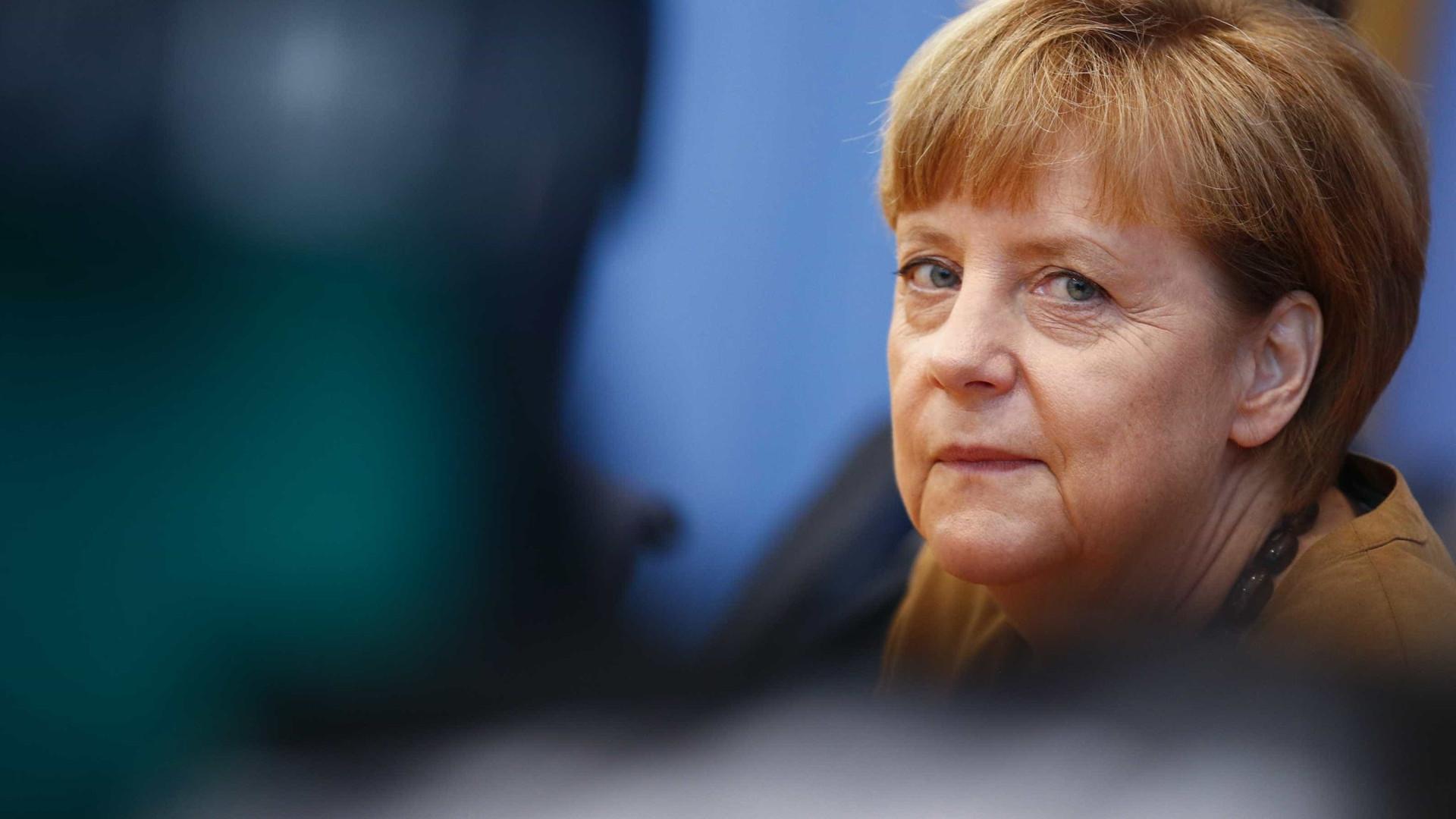 Merkel vai negociar com SPD, liberais e Verdes