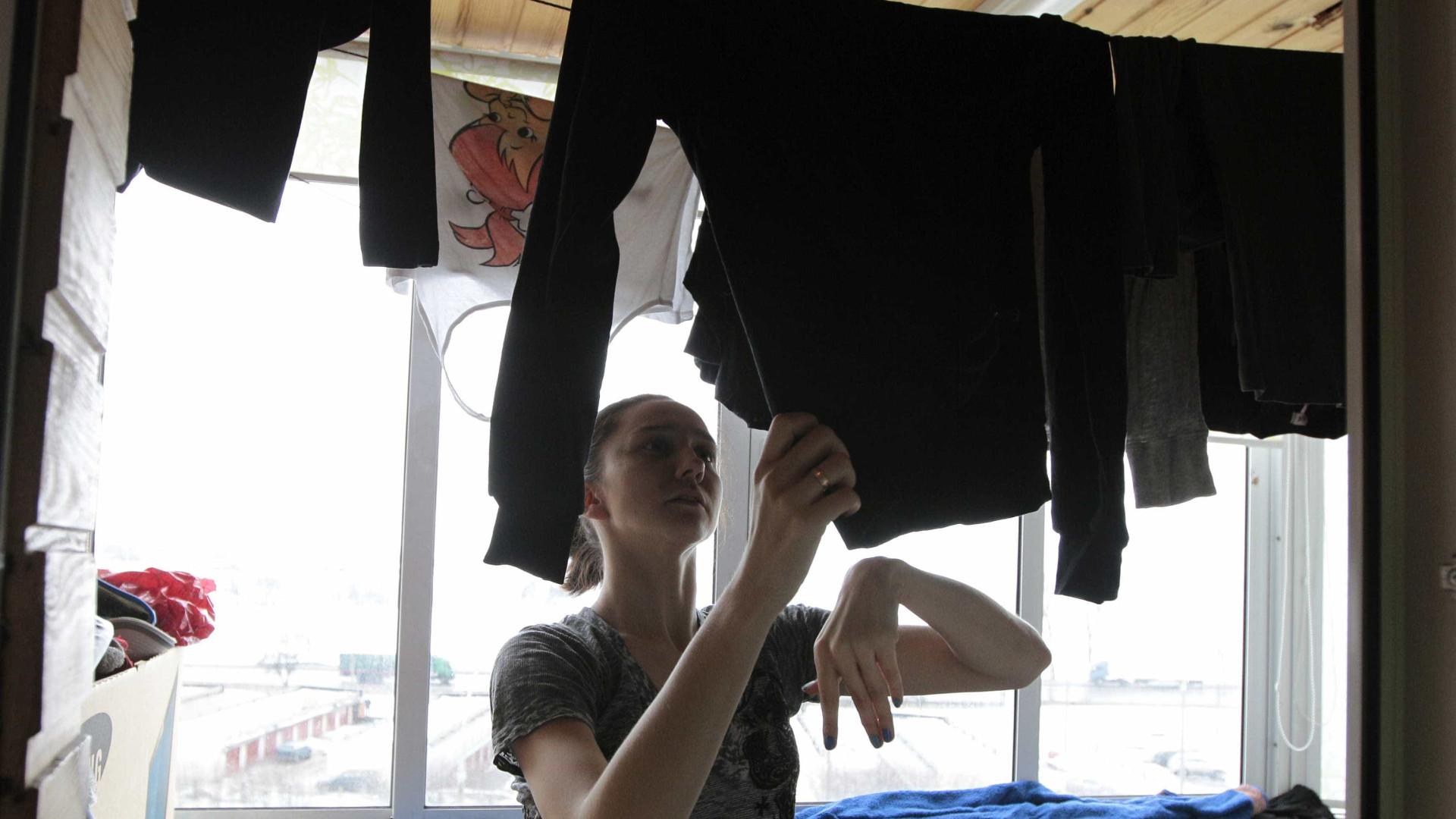 Põe a roupa a secar dentro de casa? Não devia