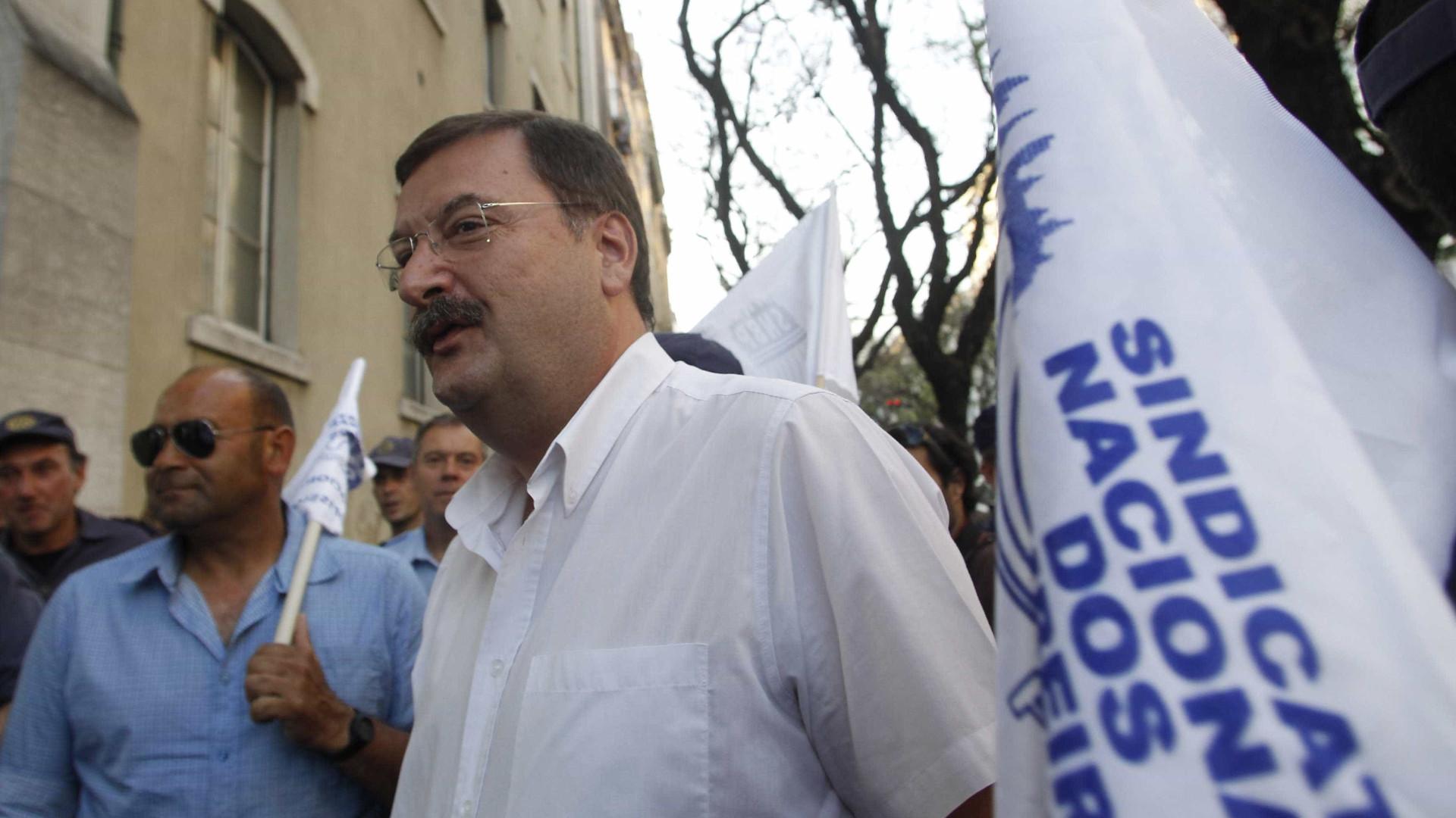 Carlos Silva recomenda aproximação dos sindicatos aos trabalhadores