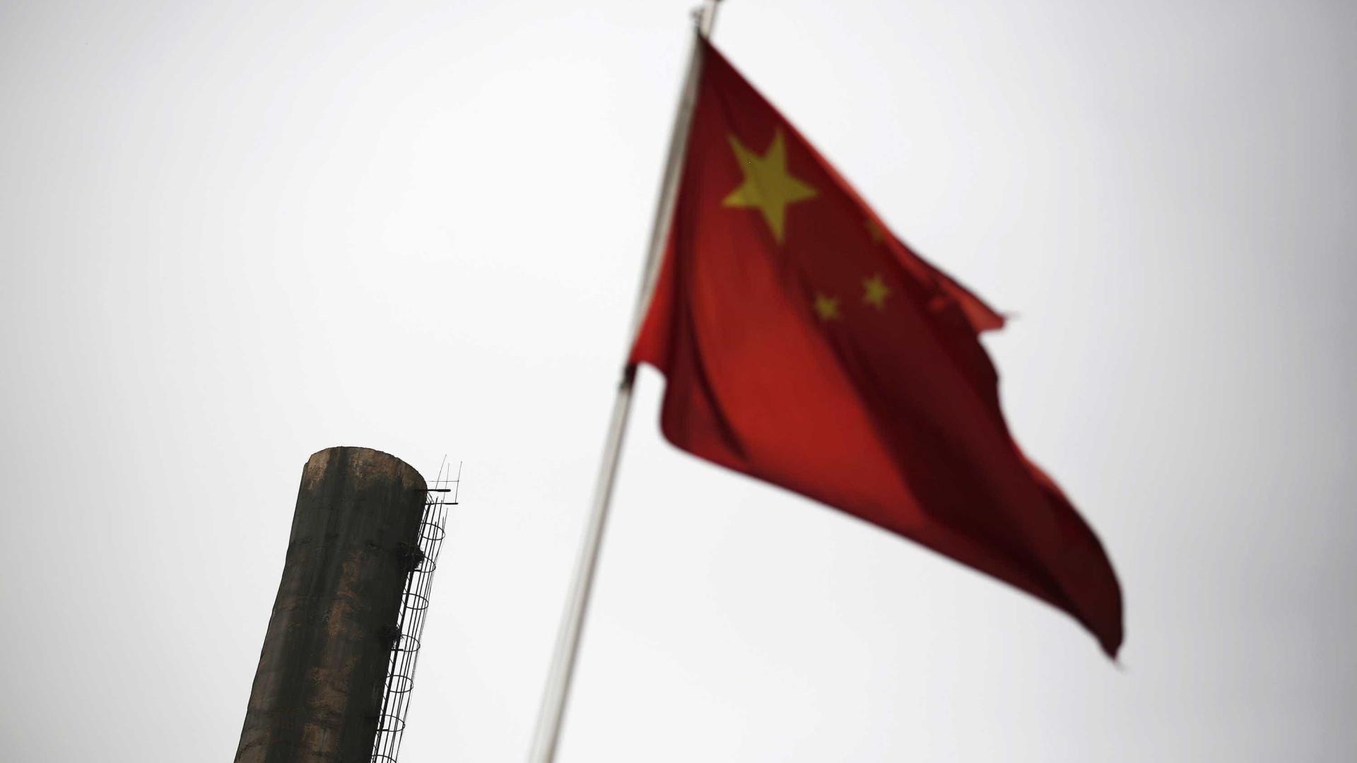 Comércio externo chinês abranda mas superavit com EUA atinge recorde