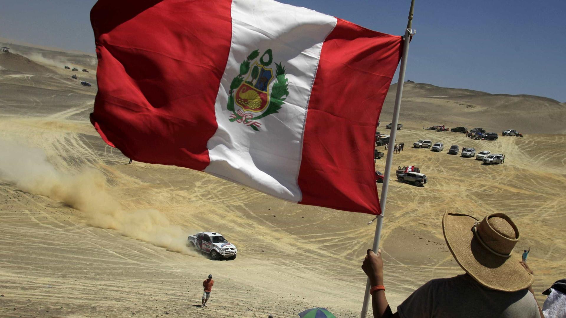 Peruanos na capital contra corrupção e em defesa da democracia