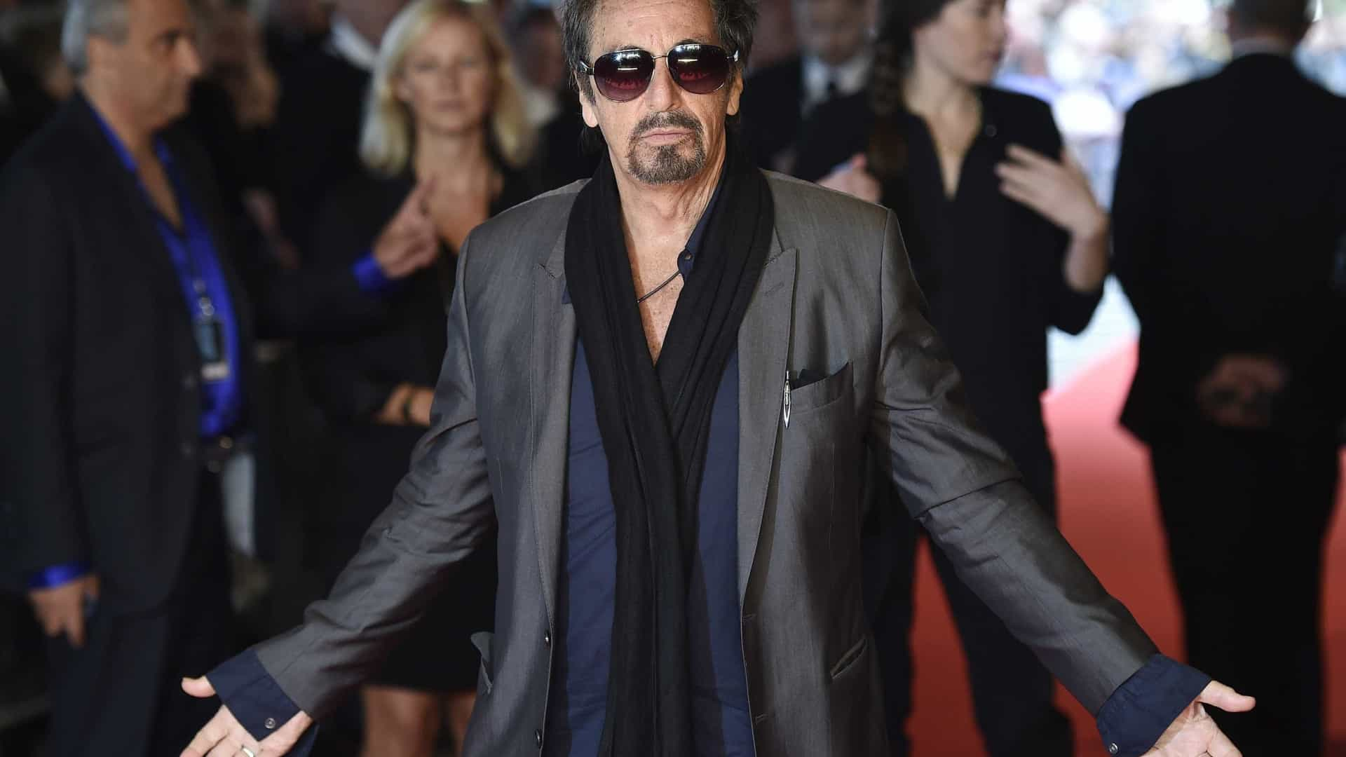 Al Pacino namora com atriz 39 anos mais nova