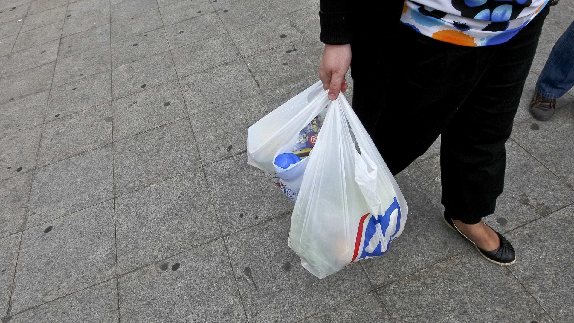PSD, CDS e PCP chumbam aumento do preço dos sacos de plástico