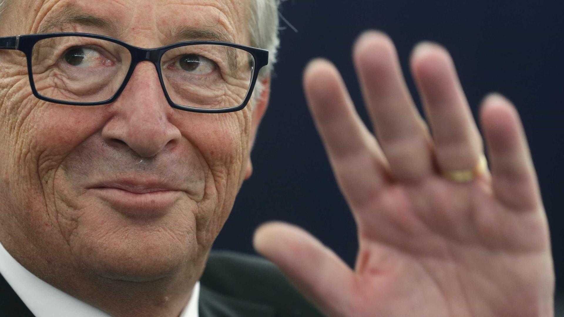 Juncker lembra a Macron que UE não se resume ao eixo franco-alemão