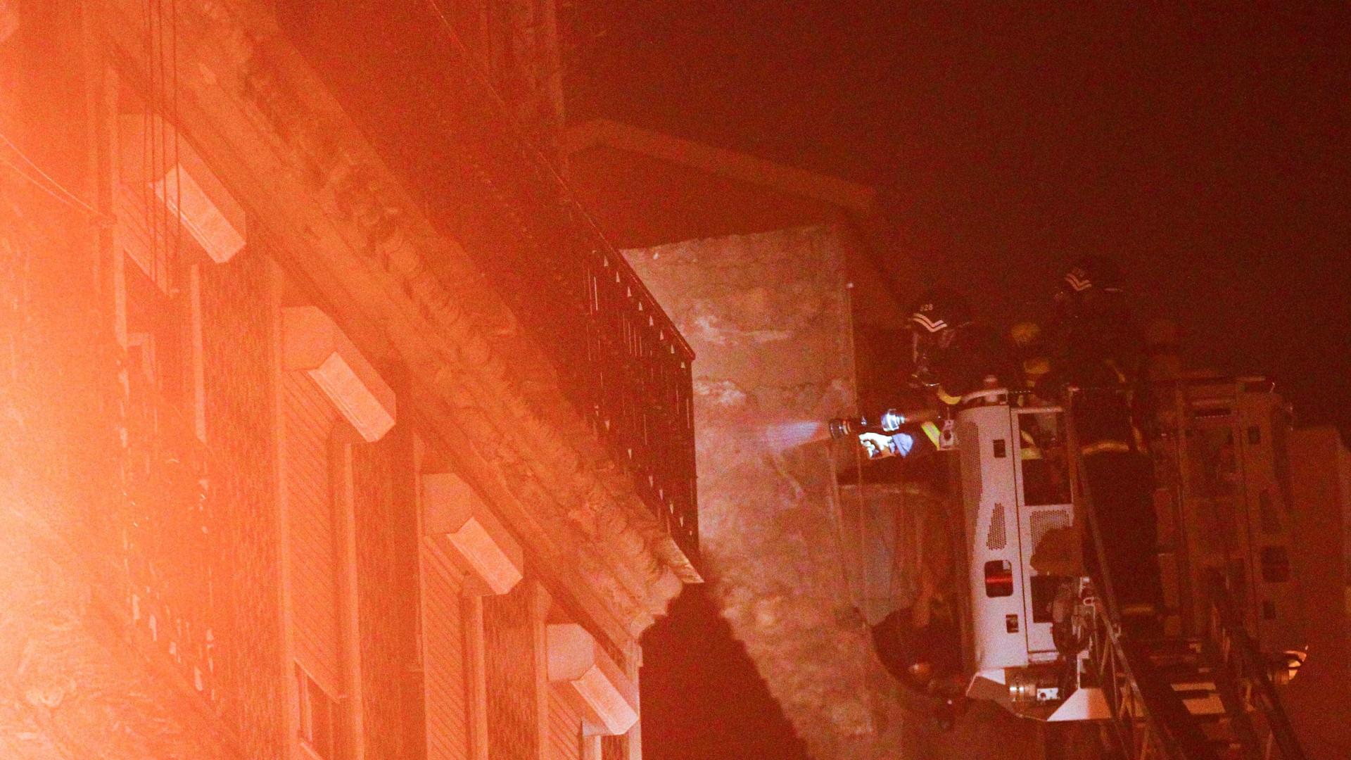 Sobe para oito o número de feridos em incêndio urbano no Pragal