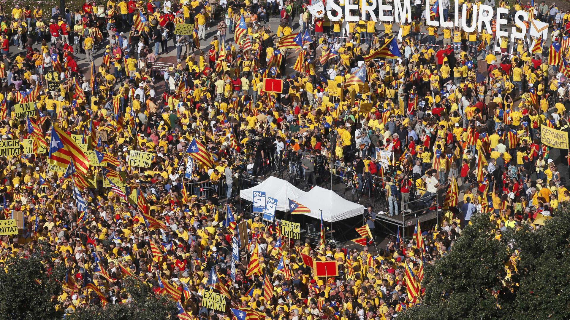 Parlamento da Catalunha aprova referendo separatista. Governo recorre