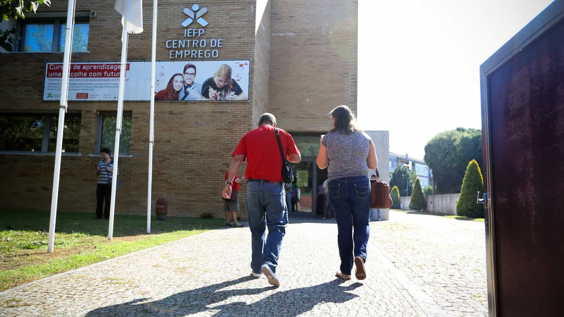 Bloco denuncia atrasos no pagamento a formadores do IEFP