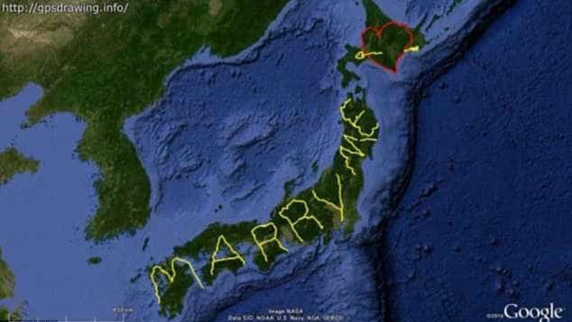 Andou sete mil quilómetros para pedir a namorada em casamento