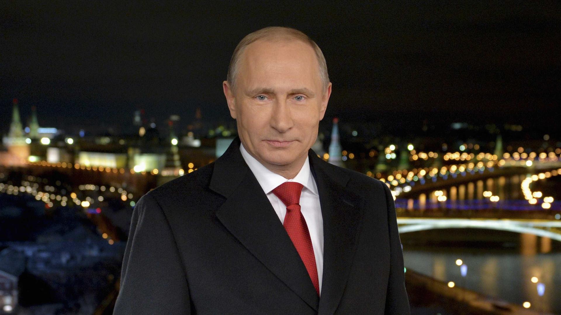 Vladimir Putin anuncia que é candidato às presidenciais de 2018