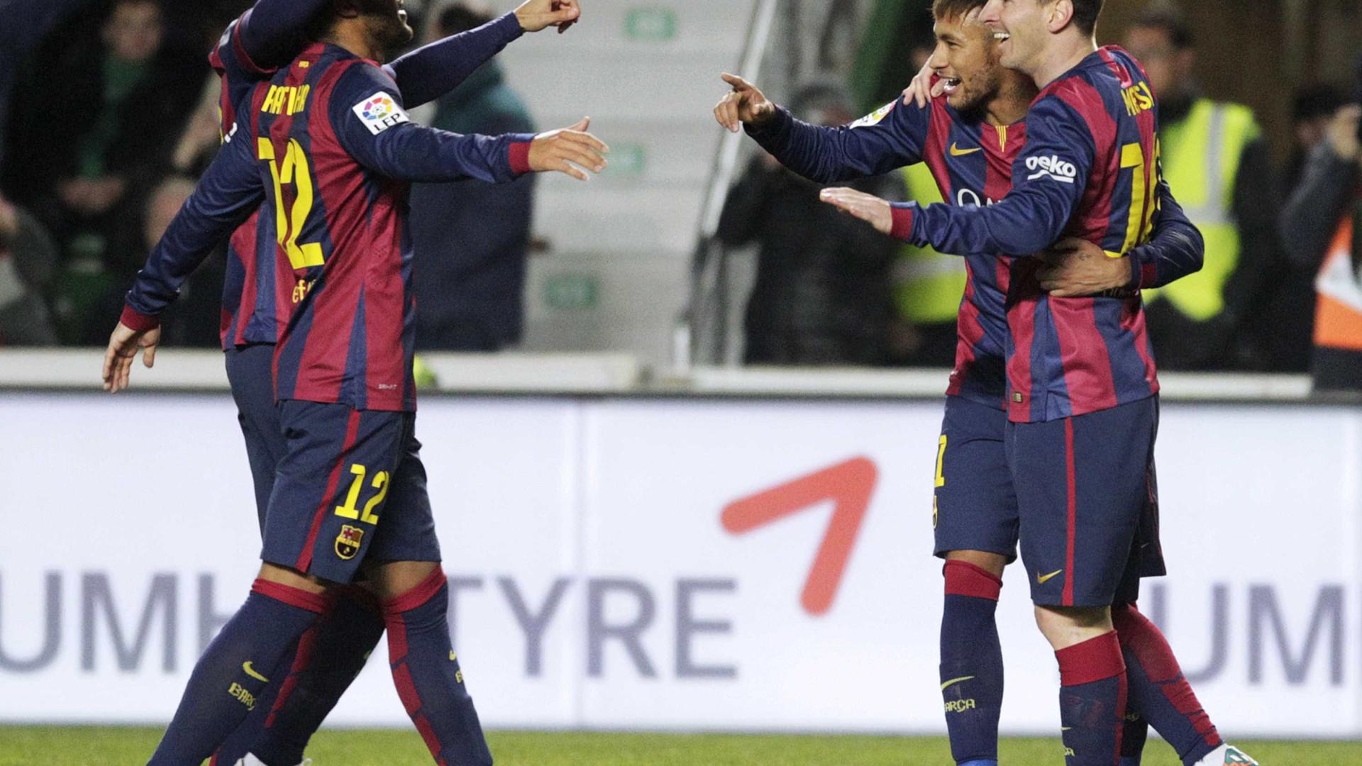Barcelona goleia Elche e volta a aproximar-se do Real 156406c661c91