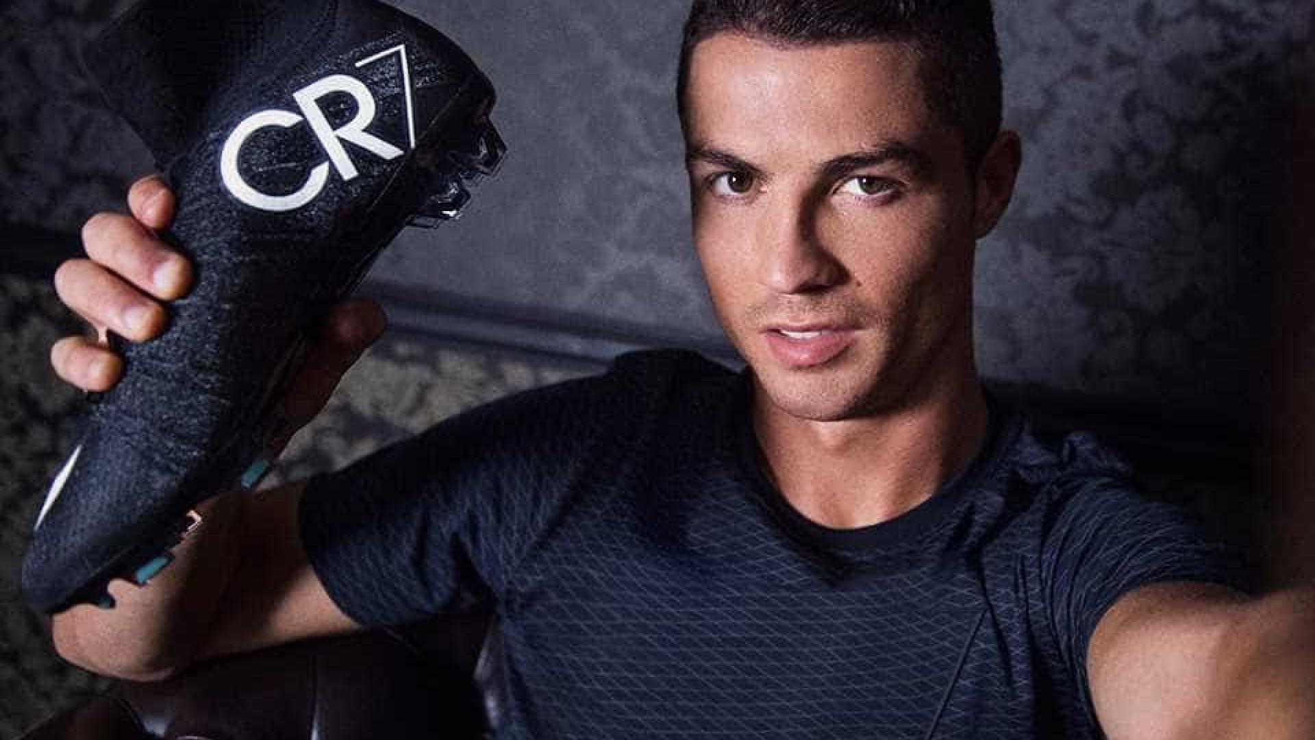 3772e615d5 Notícias ao Minuto - Sapatos geram discussão entre Nike e Ronaldo