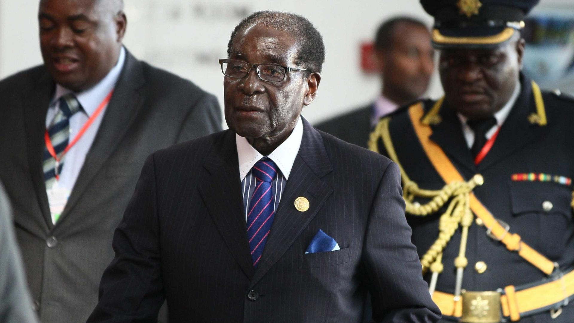Presidente do Zimbáue faz primeira aparição pública desde golpe militar