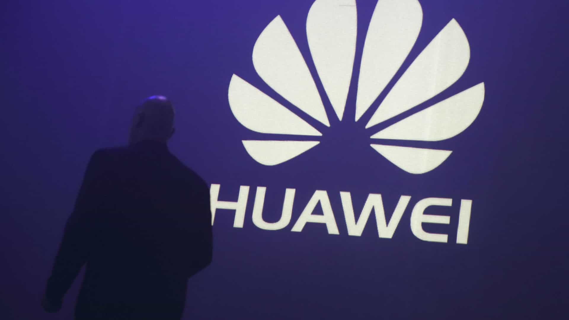 Huawei prepara smartphone com câmara tripla?