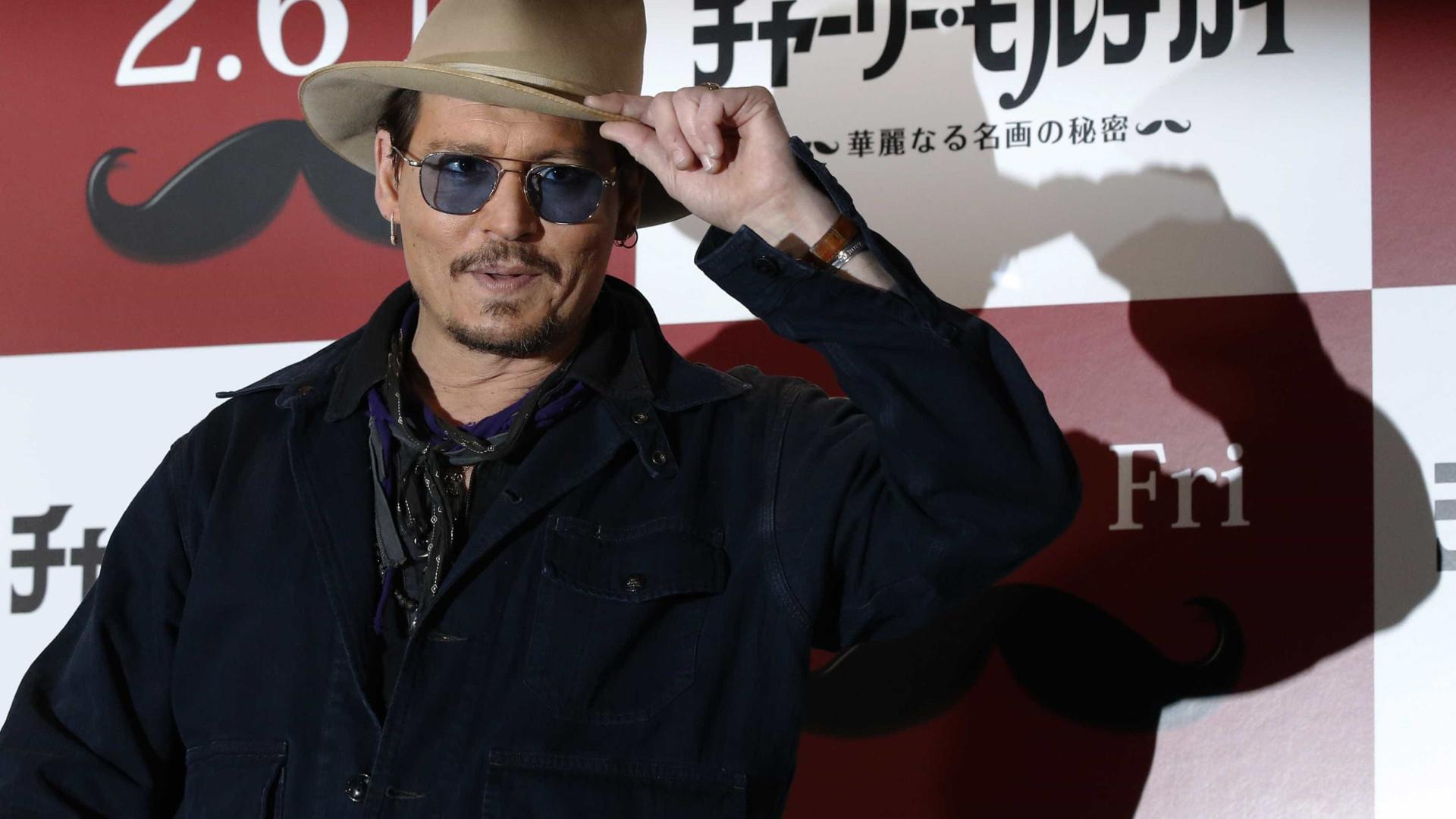 Depois do divórcio conturbado, Johnny Depp voltou a namorar