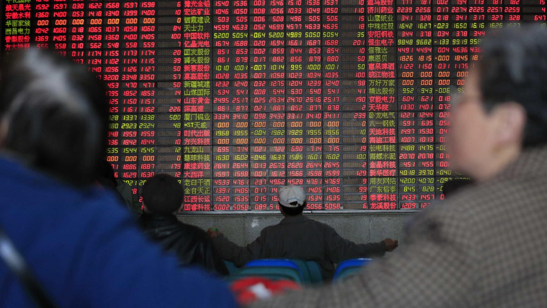 Bolsa de Xangai encerra com queda