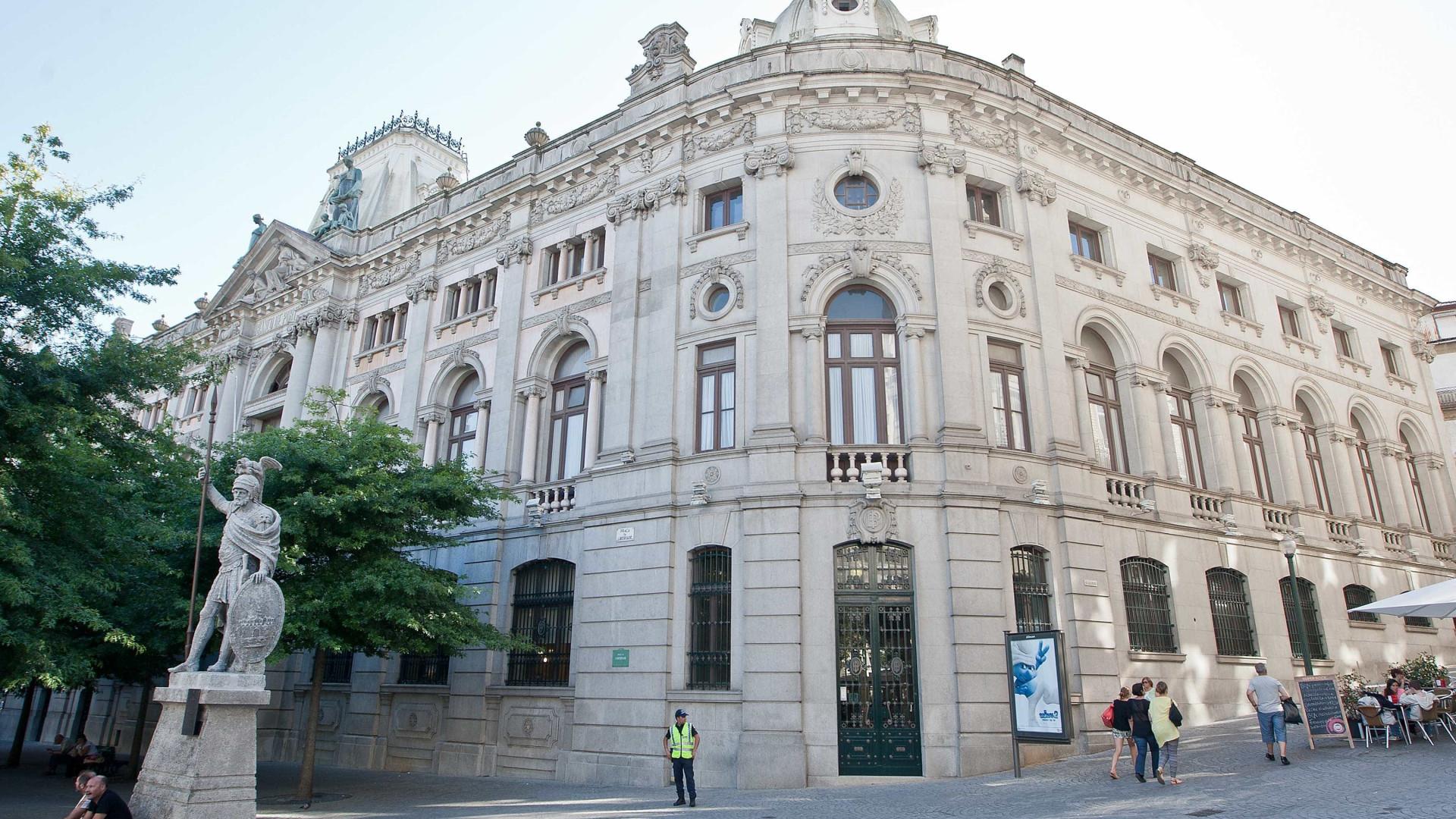 Pessoal Rápido e Swiss Finanças sem habilitação para atividade financeira