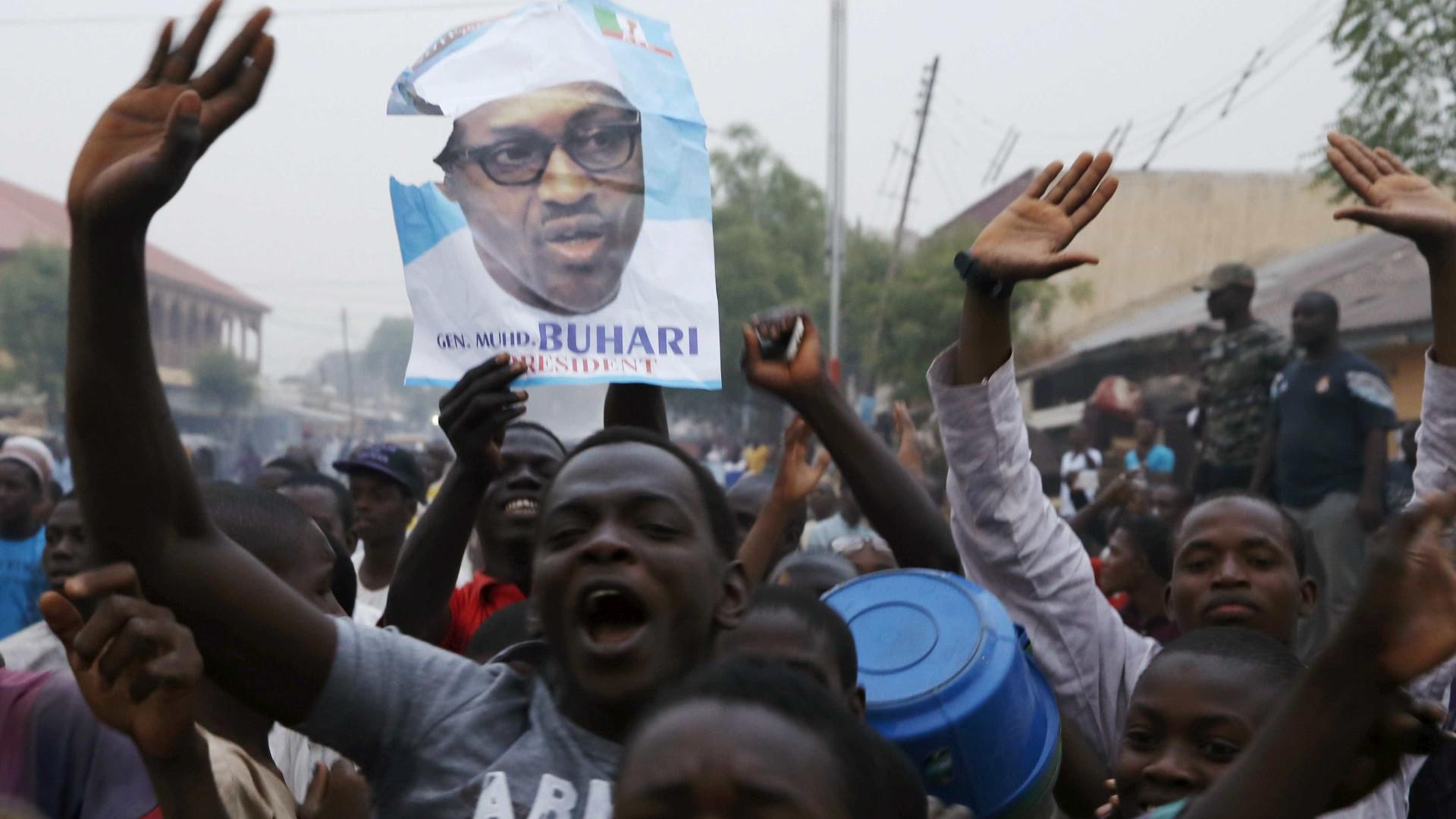 14 mortos em tumulto à saída de comício do Presidente da Nigéria