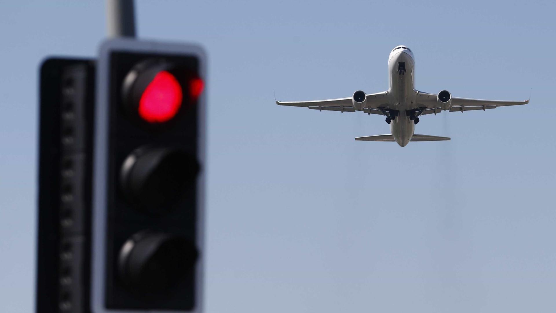 """EUA emitem """"alerta mundial"""" para riscos de viagens face ao terrorismo"""