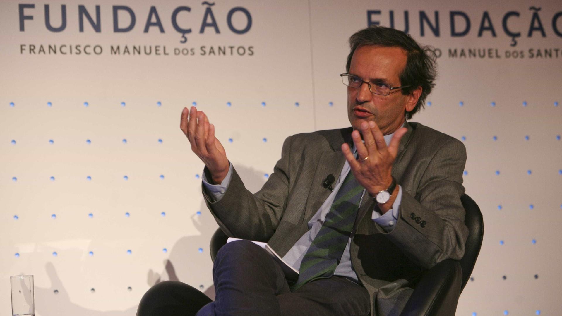 Trigo Pereira demarca-se do PS e vota contra novas ordens profissionais