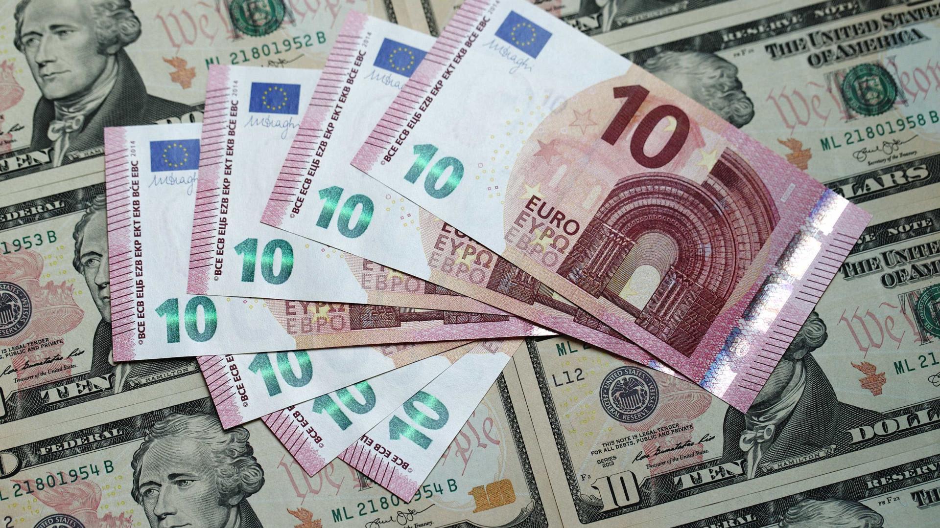 Euro cai com dólar reforçado por indicador positivo nos EUA