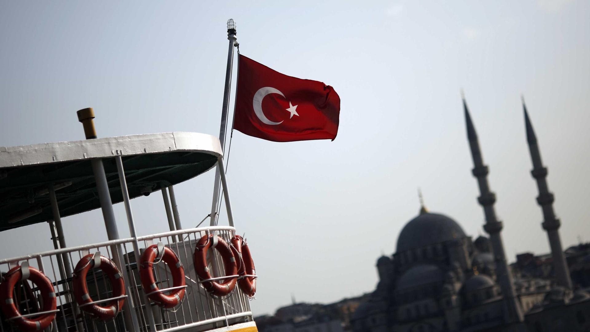 Turquia prende ativistas e diretora da Anistia Internacional