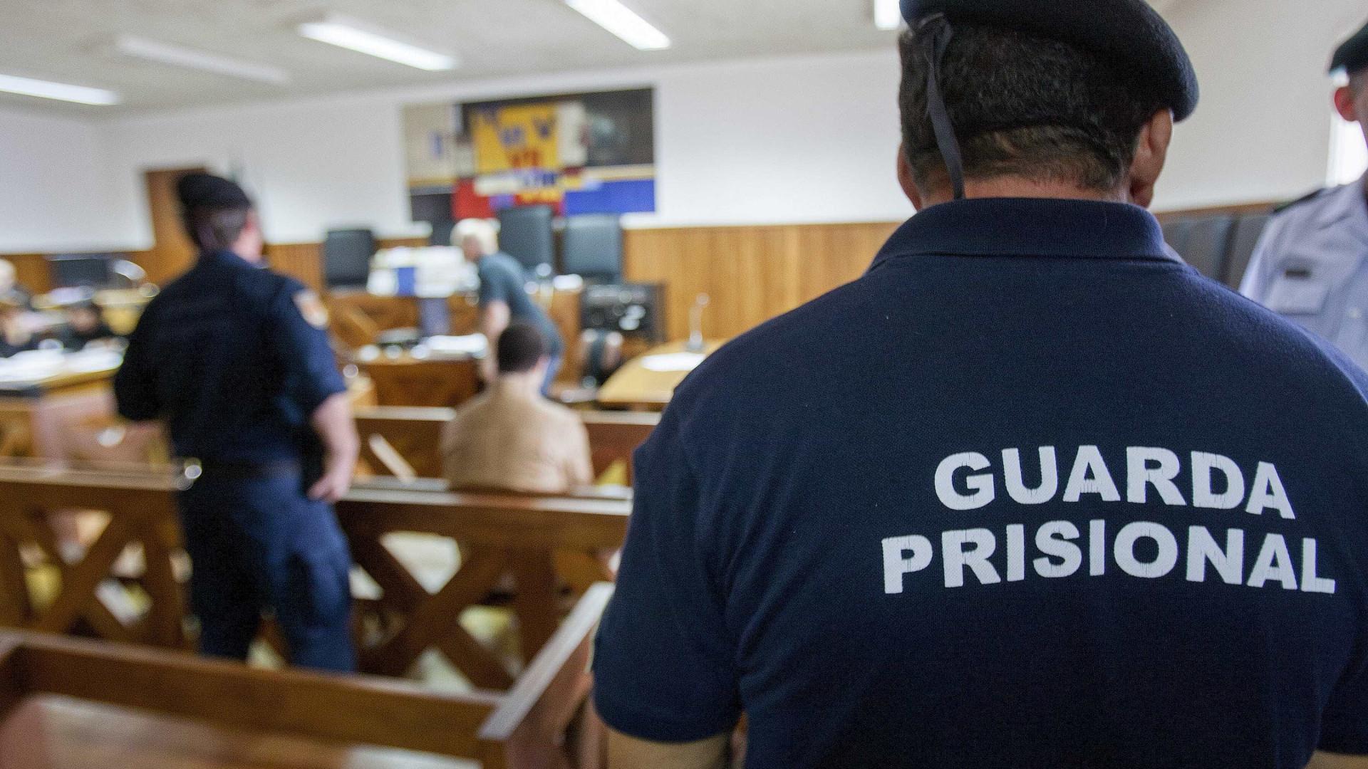 """Greve de guardas da cadeia do Porto com adesão de """"cerca de 87%"""""""