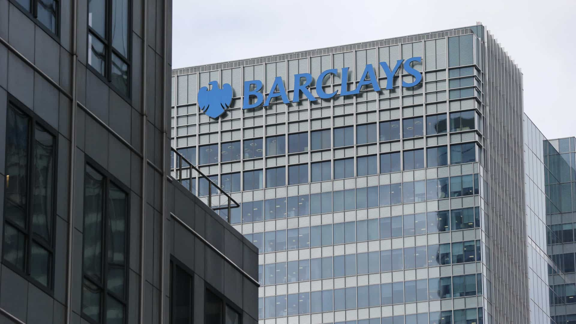 Antigos executivos do banco Barclays acusados de fraude no Reino Unido