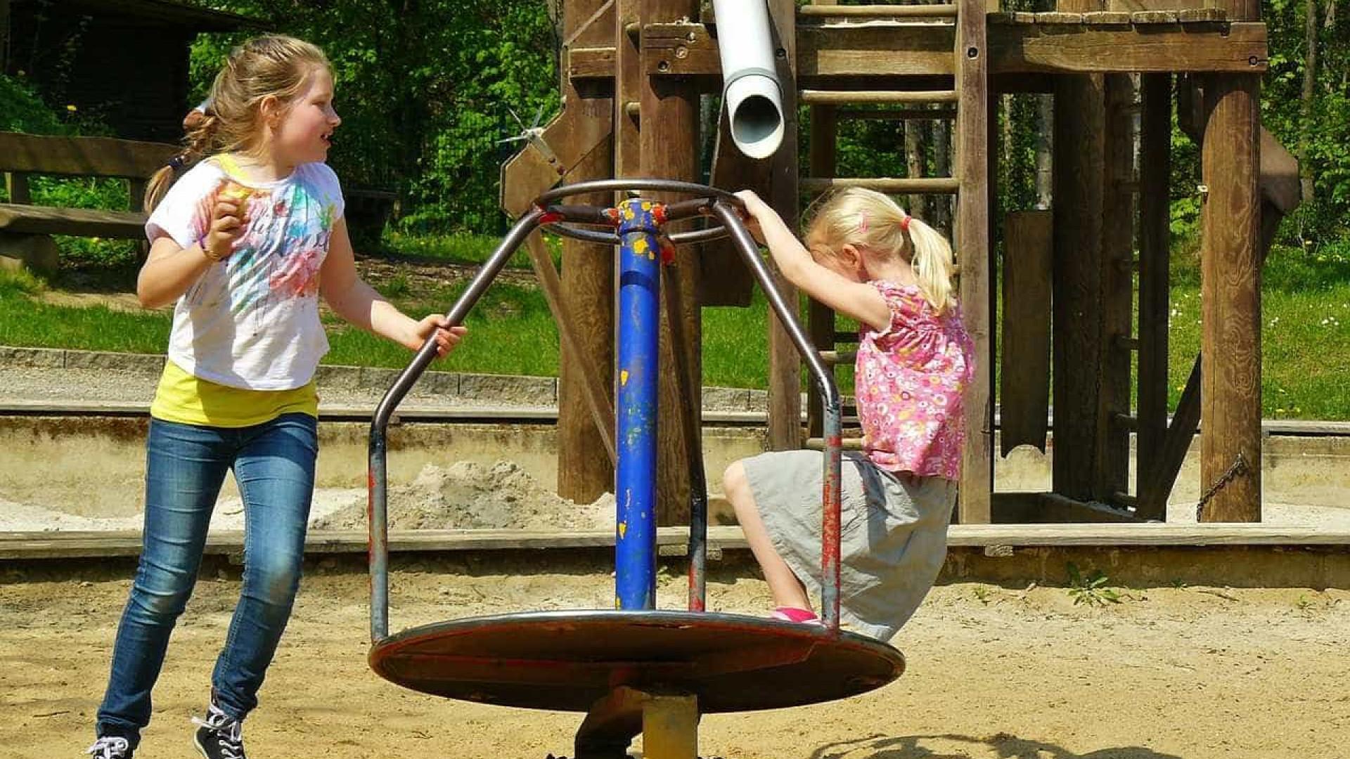 As crianças que brincam são mais inteligentes e felizes