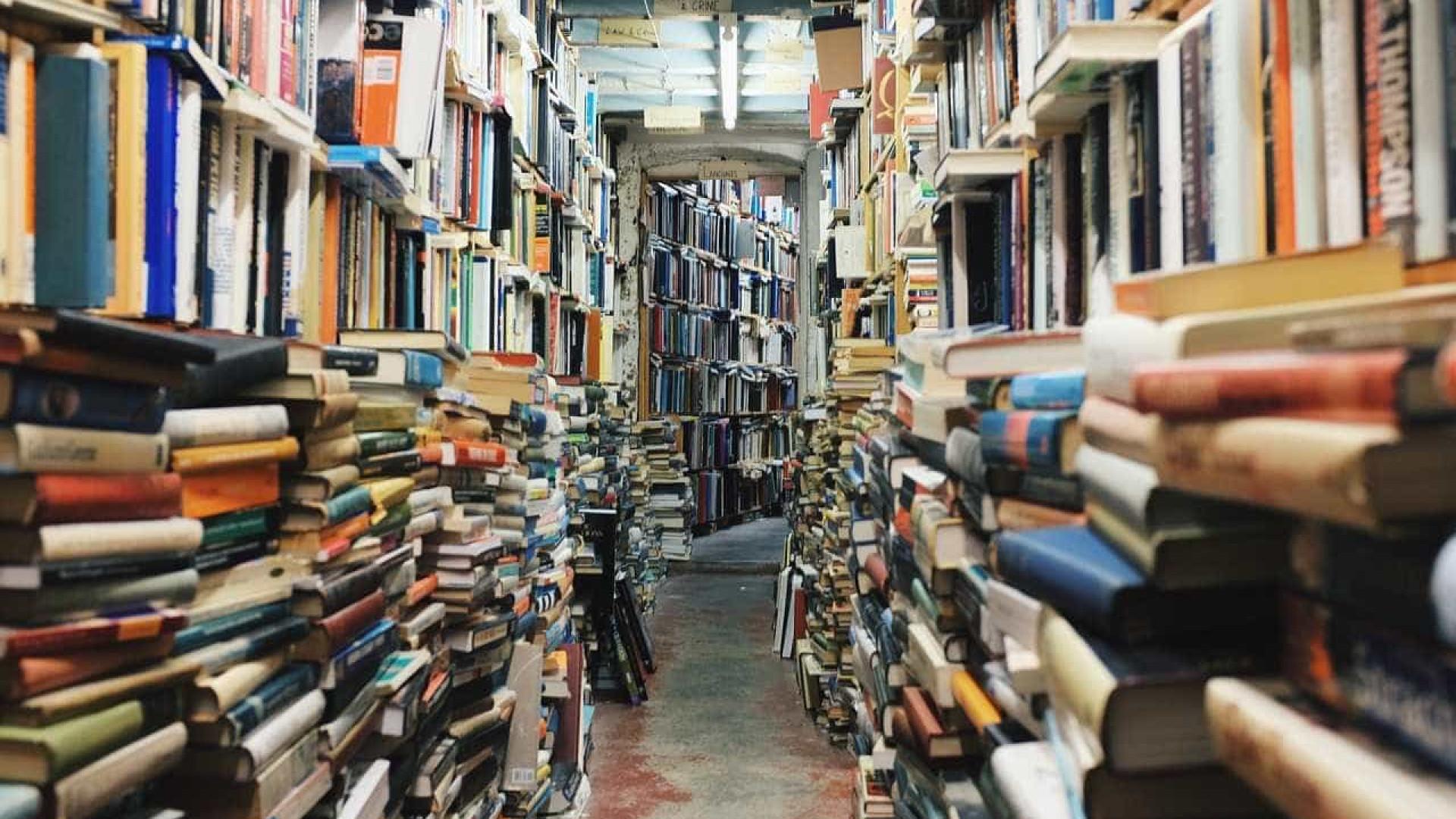 """A """"mais bela livraria de Lisboa"""" renasce com mais livros, poesia e um bar"""