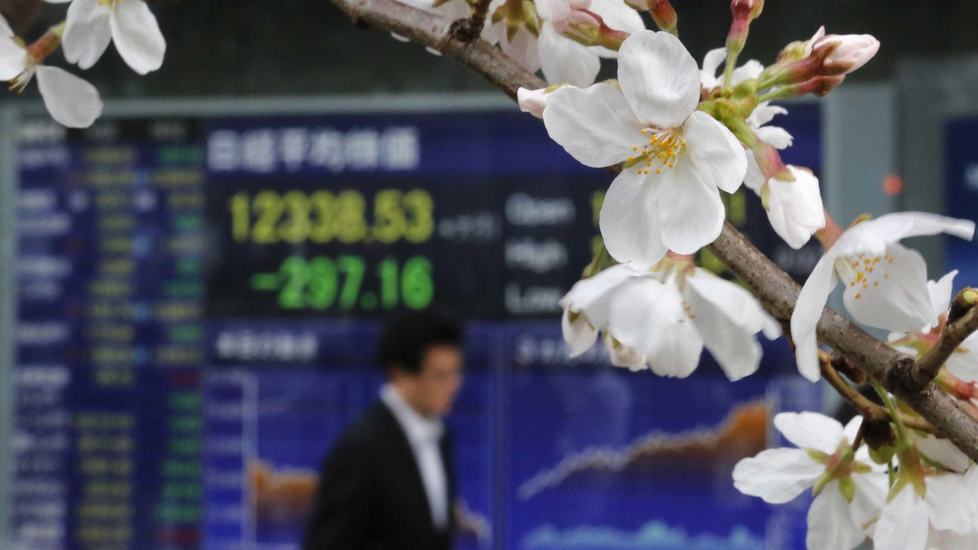 Bolsa de Tóquio encerra em alta e alcança máximo do ano