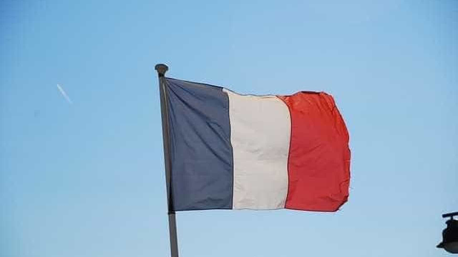 Governo francês manda fazer novo inquérito a casos de bebés sem braços