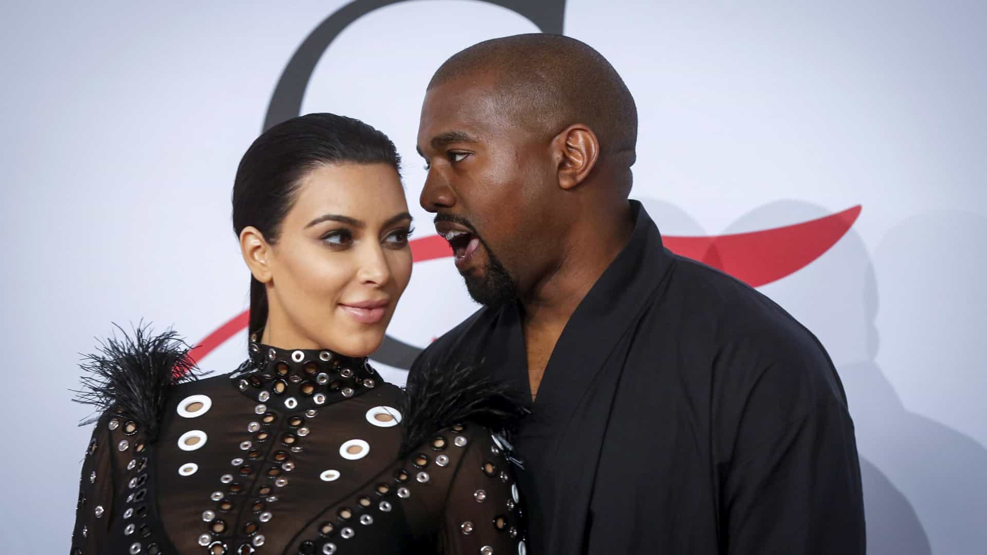 Kim Kardashian e Kanye West recorrem a barriga de aluguer