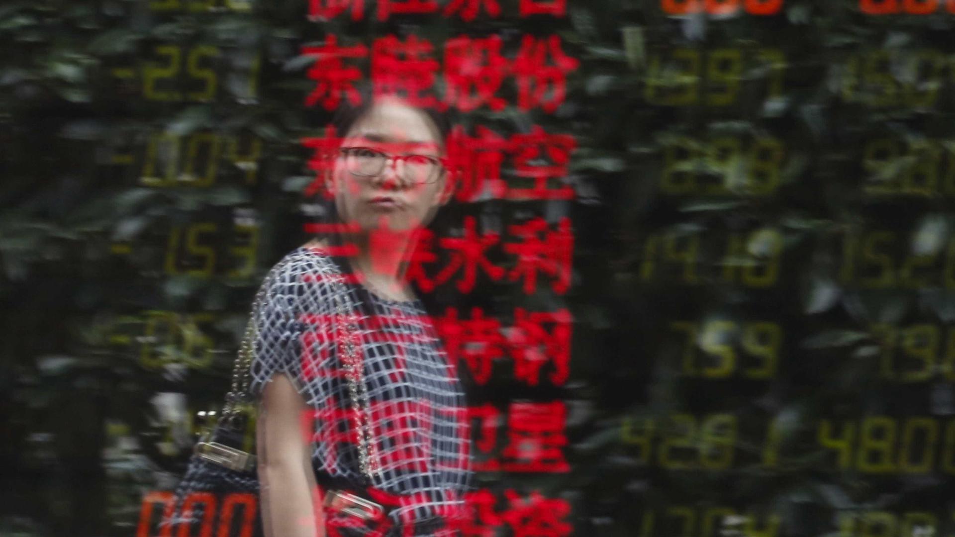 Bolsa de Tóquio fecha a cair