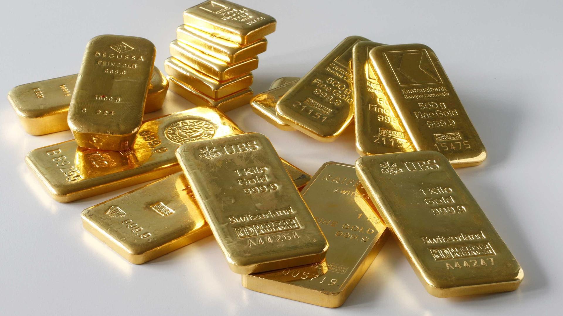 Ouro volta a subir numa sessão de altos e baixos nos mercados
