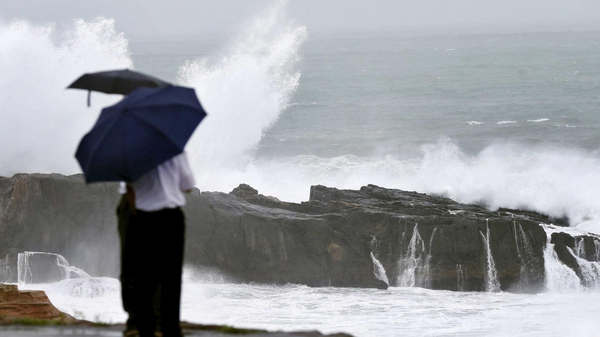 Todas as ilhas dos Açores sob aviso amarelo à espera de mau tempo