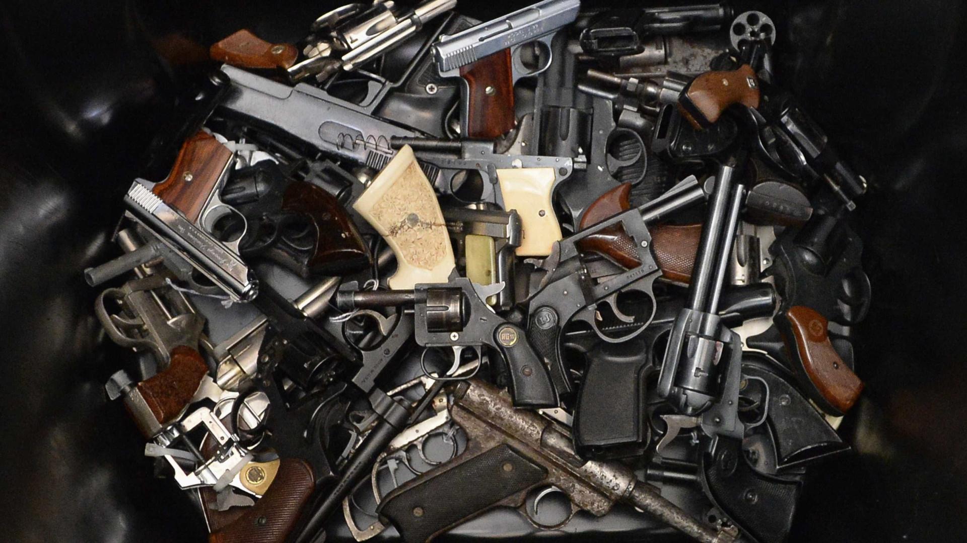 Armas de fogo apreendidas por polícias têm que ser comunicadas à PSP