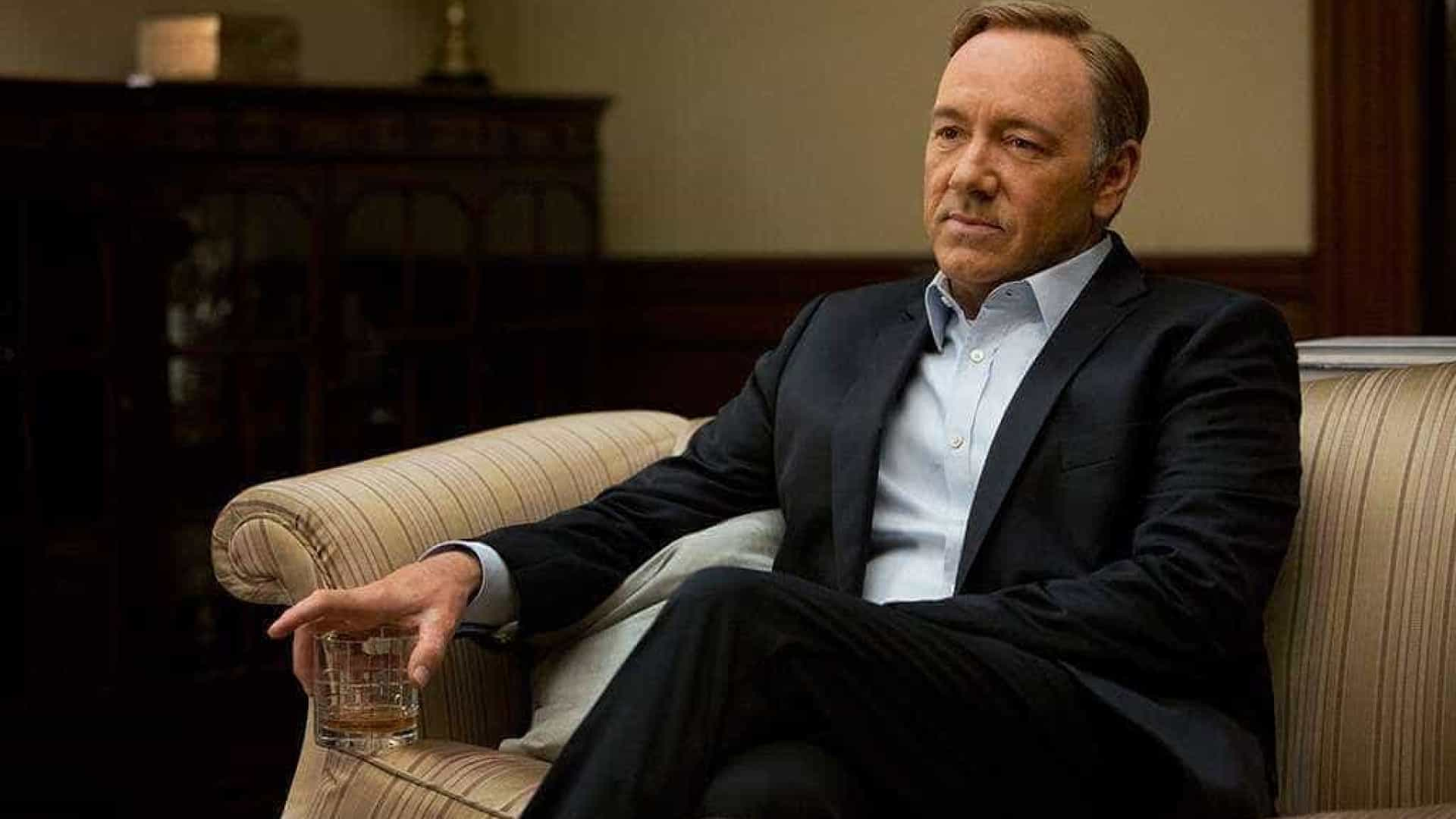 Kevin Spacey pede desculpa por abuso sexual e assume