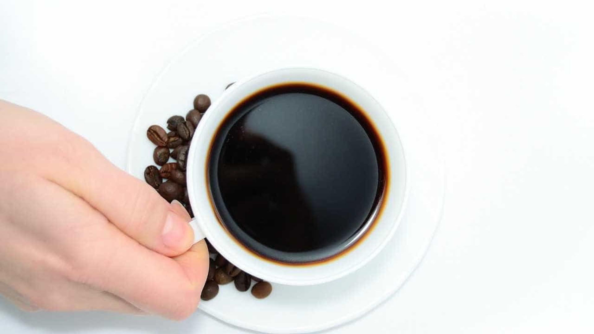 Mais motivos para continuar a beber café? Aqui tem sete