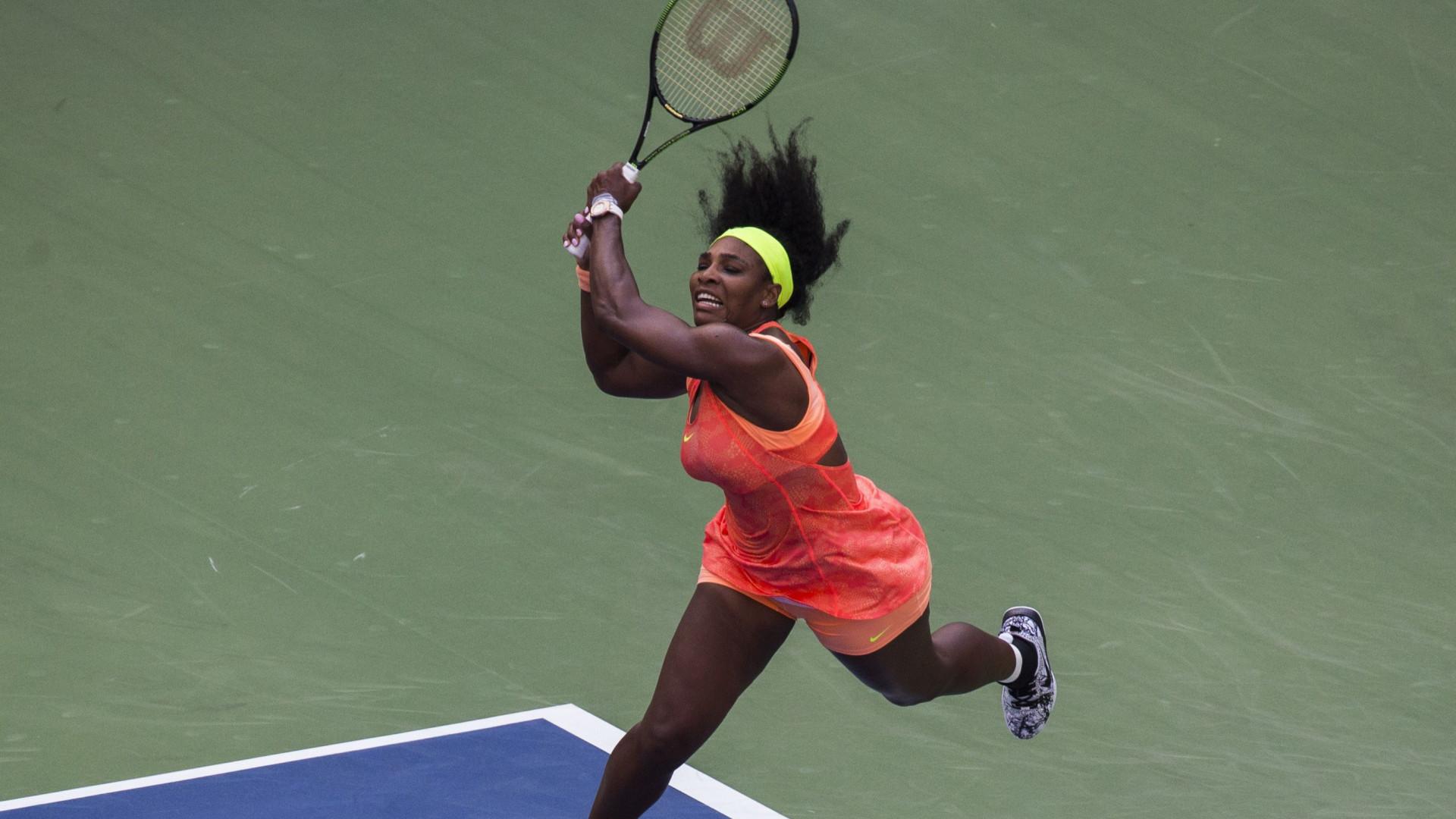 Aos sete meses de gravidez, Serena Williams ainda joga ténis